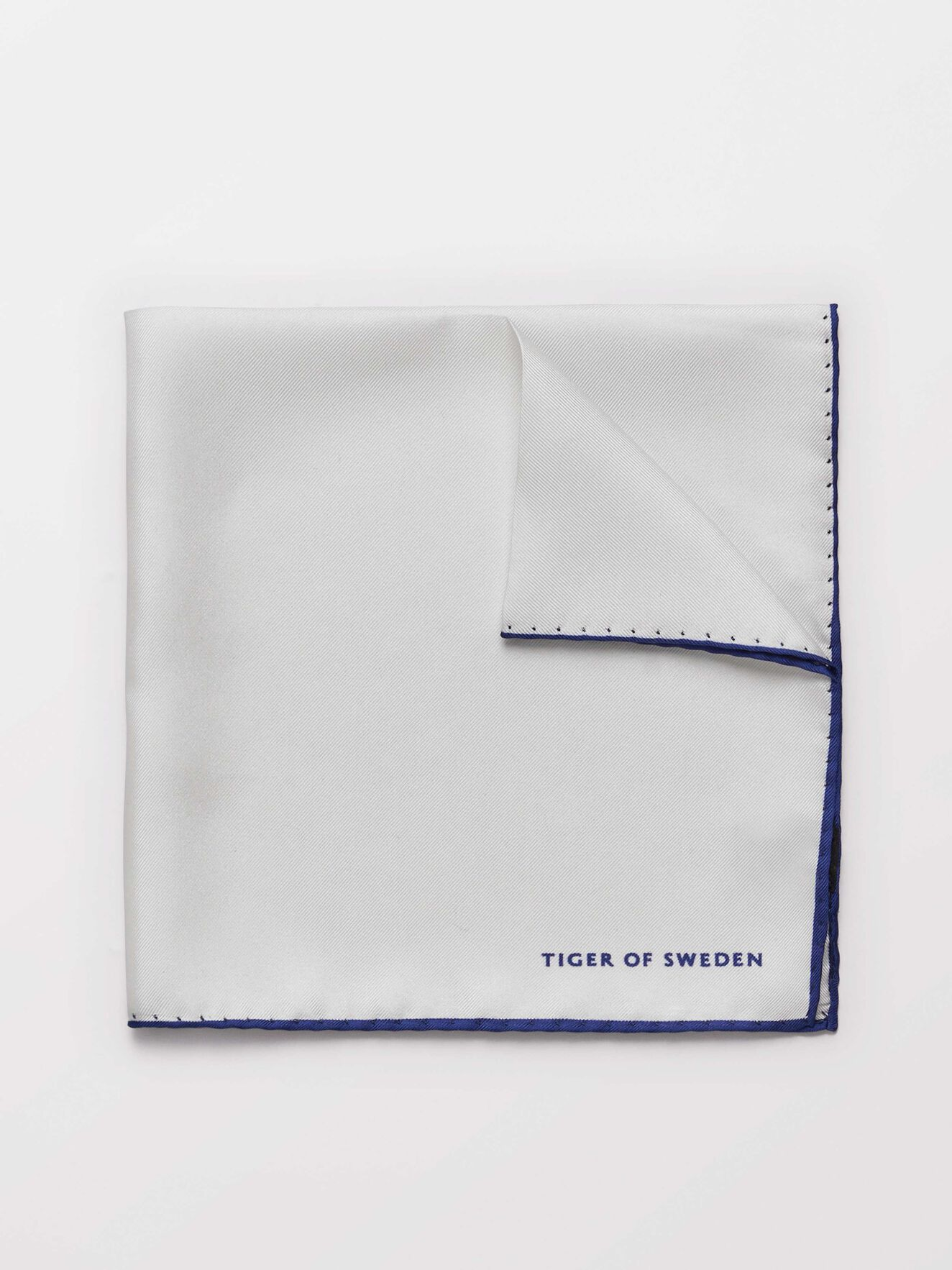 Penche Handkerchief in Pure white from Tiger of Sweden