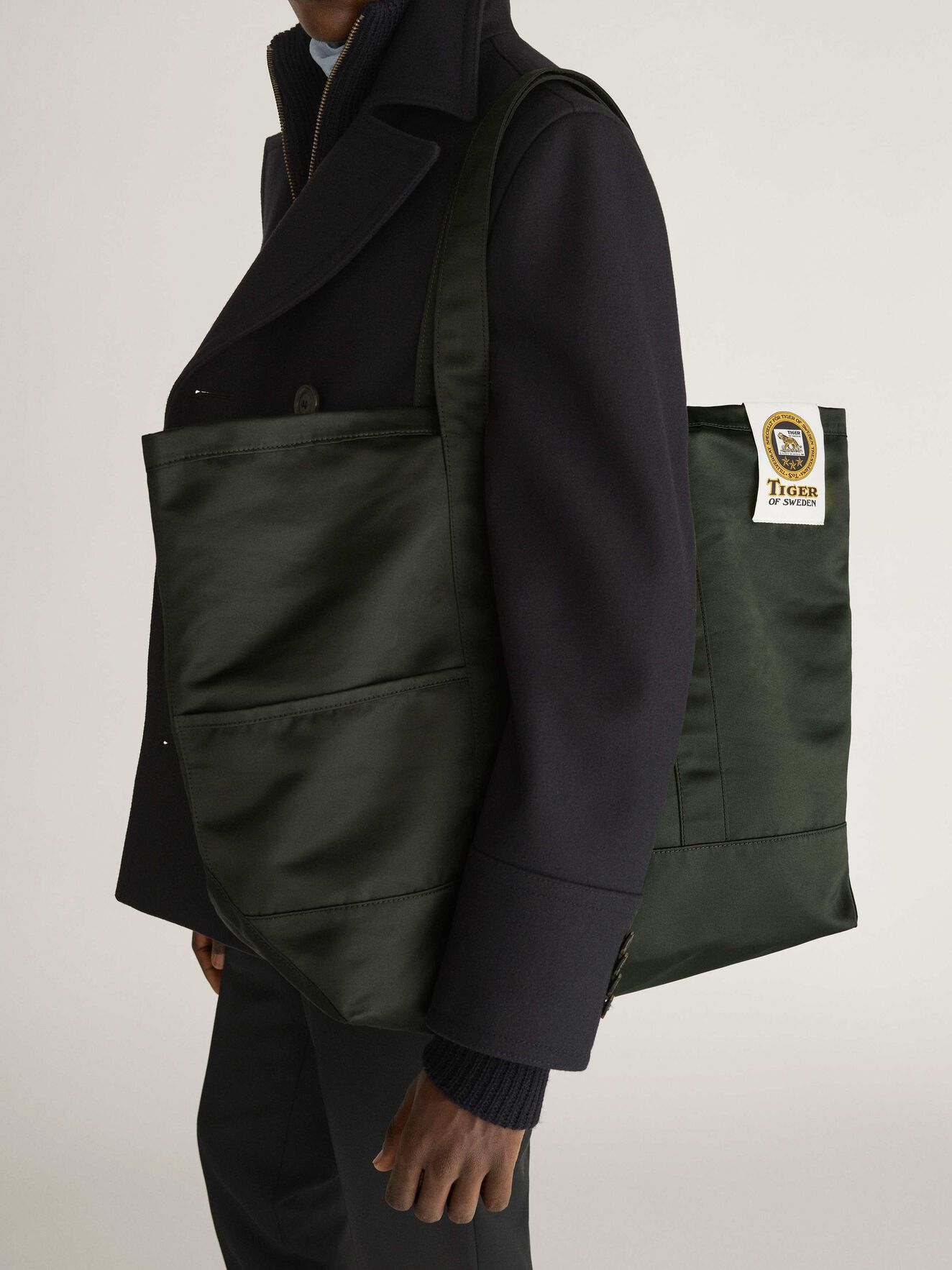 Drop S Tote  in Dark green from Tiger of Sweden