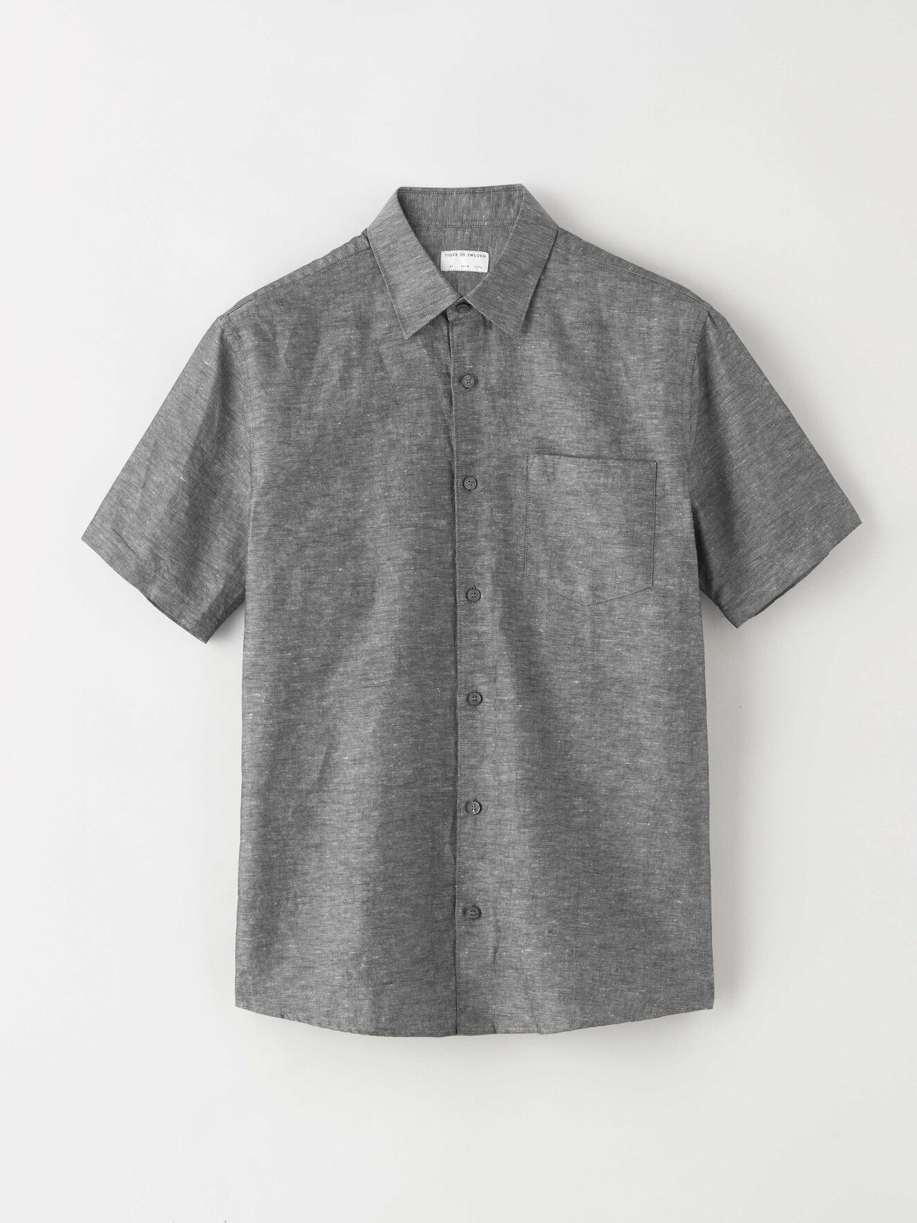 e1a94929b7e0 Shirts - Browse short- and long-sleeved shirts online at Tiger of Sweden