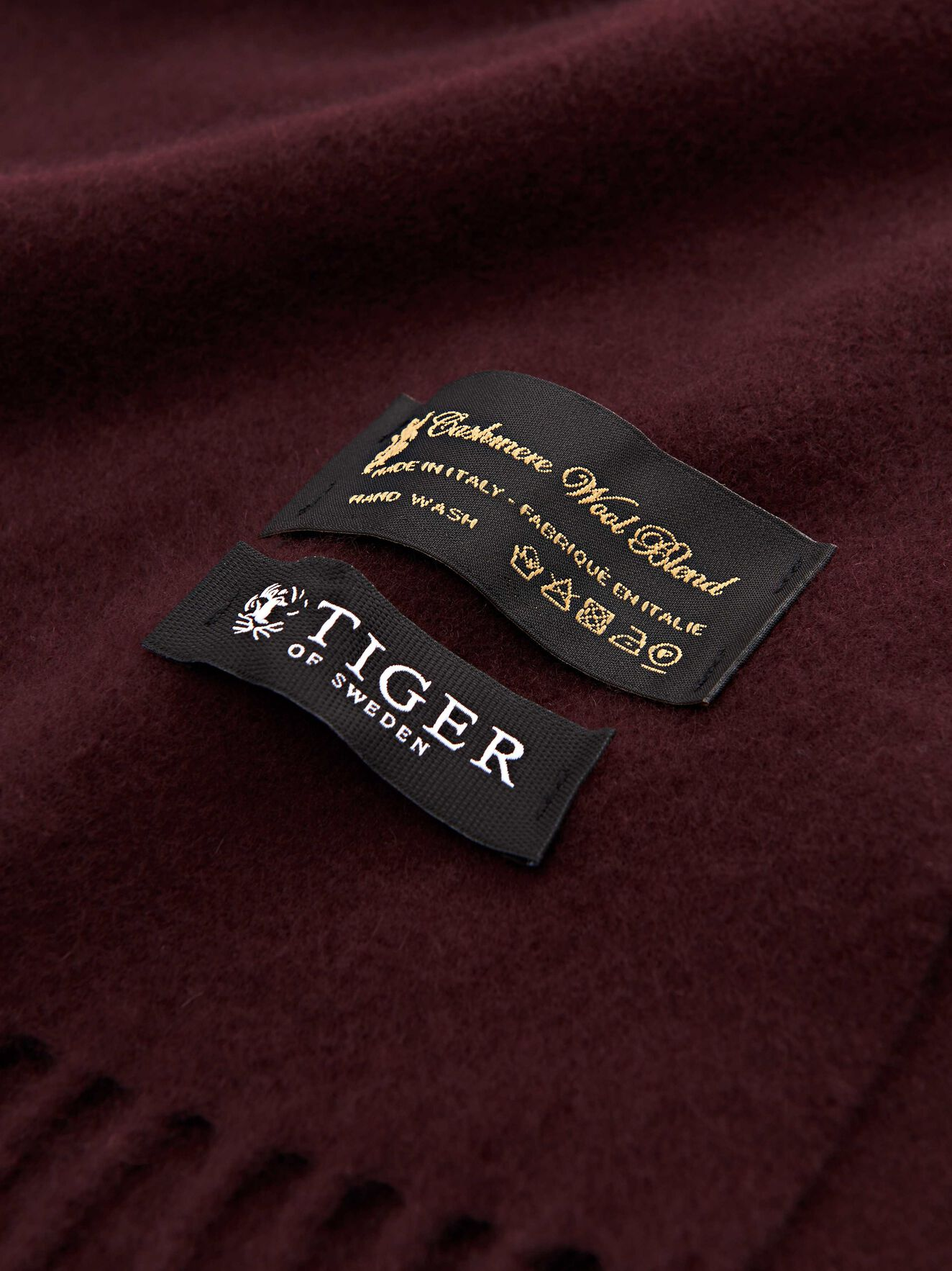 Sullan Scarf  in Noon Plum from Tiger of Sweden