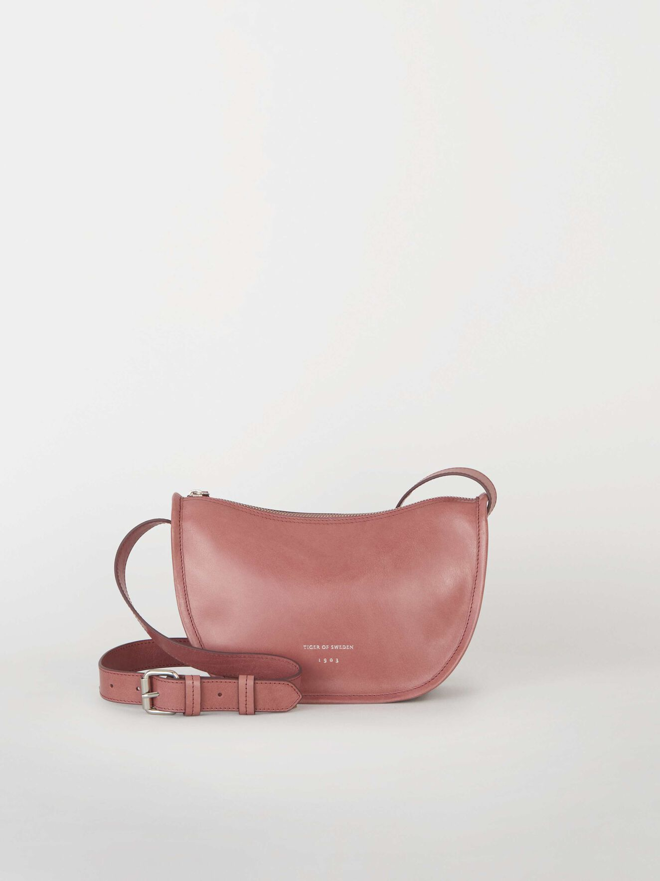 c80073eb558 Bag in soft grainy leather. Cronella Bag in Mellow Mulberry from Tiger of  Sweden
