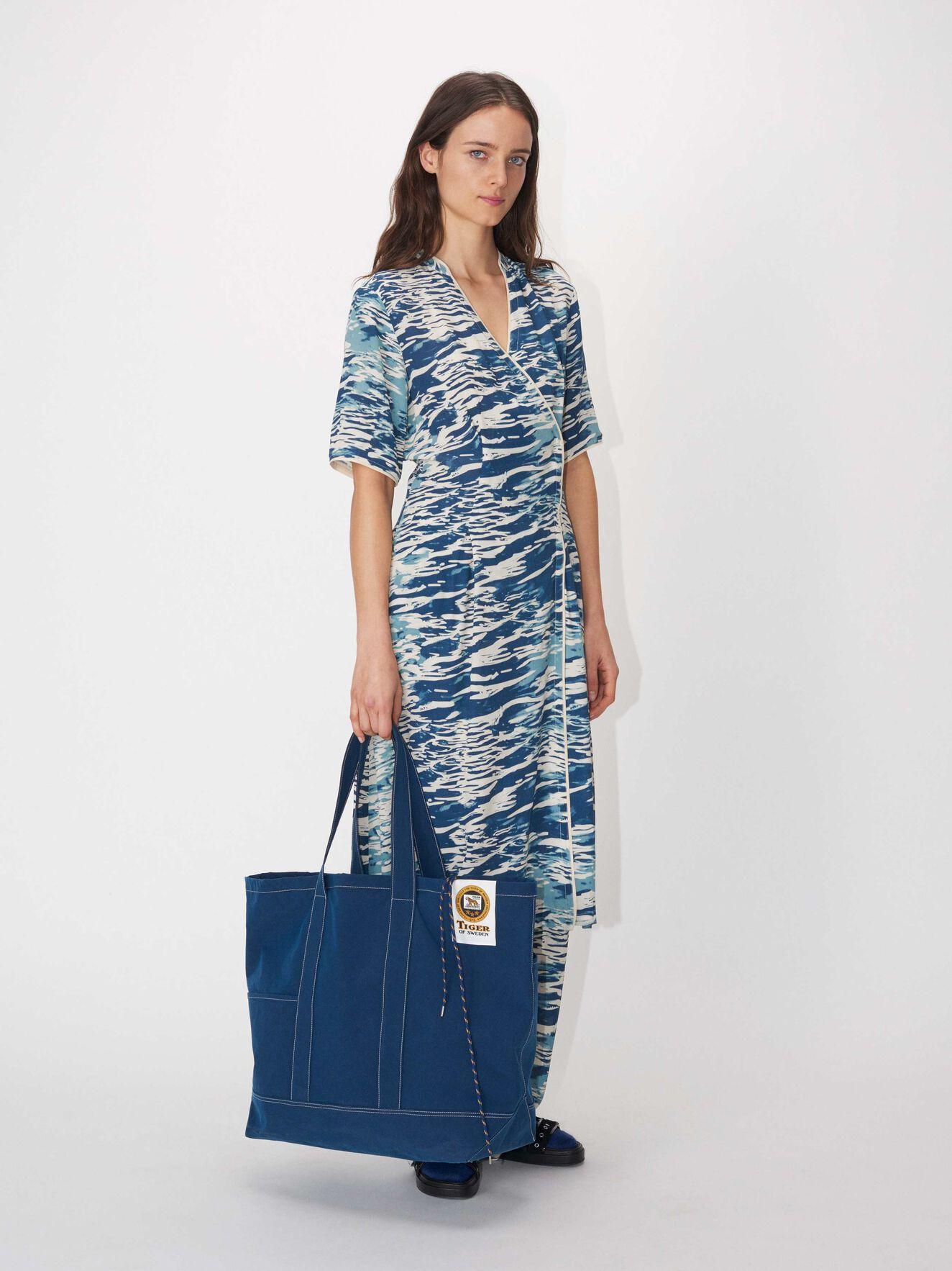 4ad429ca30c5 Kjoler - Shop kjoler til dag og fest online hos Tiger of Sweden